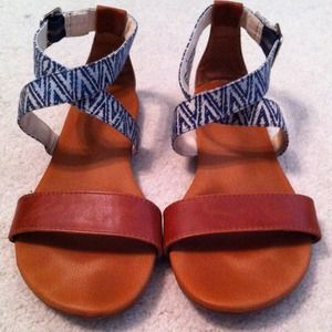 Simple tan + printed sandals