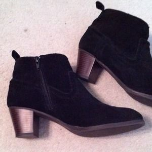Mossimo black and wood heeled booties