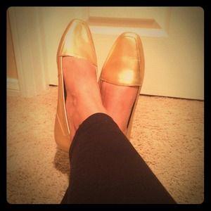 Shoes - Vintage gold flats!