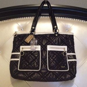 💯%Authentic COACH Black/White/Gold Quilted Purse