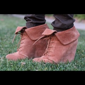 Elizabeth and James Shoes - ✨Moving Sale✨🎉HP🎉 Elizabeth & James Booties