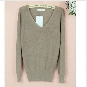 Sweaters - Simple caramel v-neck knitted sweater