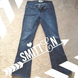 A&F Medium Wash Jeans Sz 00 Short