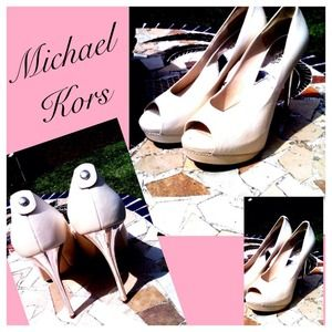 Reduced Michael Kors light beige heels
