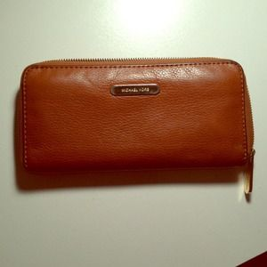 Michael Kors chestnut zippy wallet