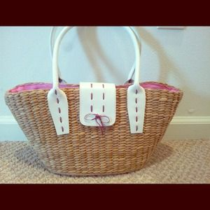 Handbags - HP🎉🎀Beautiful straw bag