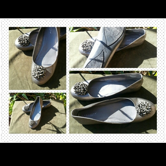 95593009c32a Kenneth Cole Shoes - ON HOLD Pretty In Pewter Beaded Ballet Flats SZ 8M