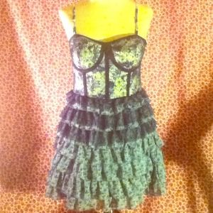 Dresses & Skirts - Forever 21 tier frill bustier corset floral dress