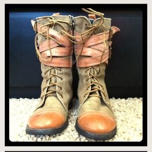Shoes - Combat boots for