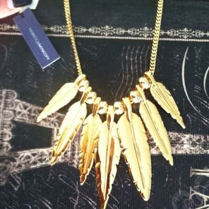 2XHP Rebecca Minkoff stunning feather necklace