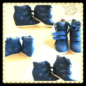 I hope this amazing shoes will make happy one of u