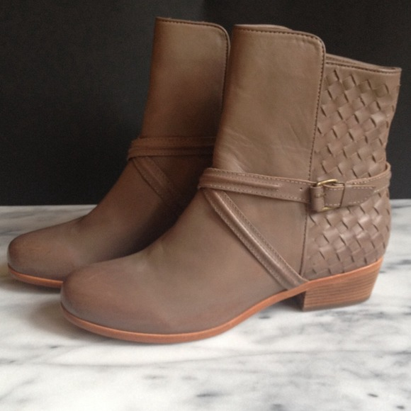 LAST CHANCE Joie Taupe Leather Ankle Boots