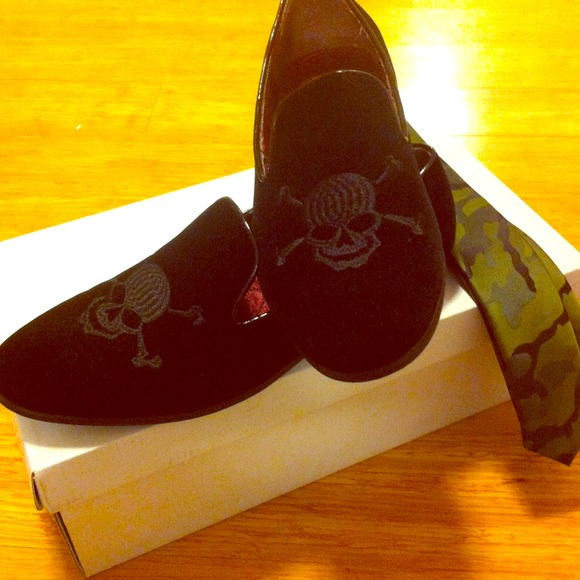 85adebb1671a Men s Steve Madden skull loafers! Size 8