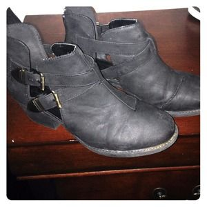 Black ankle boot!