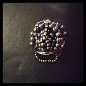 Accessories - Diva pearl ring!
