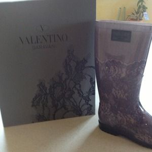 **HP** ❤️VALENTINO Brand new boots. Never worn