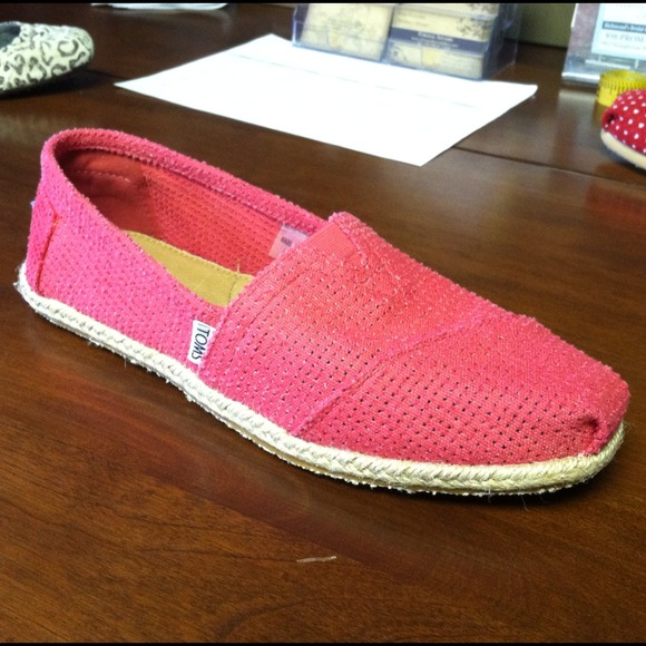 6292263bc56 TOMS Shoes | Womens Fuchsia Freetown Classics | Poshmark