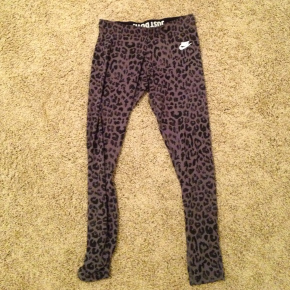 Explore leopard print pants in blue, gray and other colors. Find a bold blend of colors and patterns with blue or red leopard print jeans. Be retro-inspired with gray patterned pants.