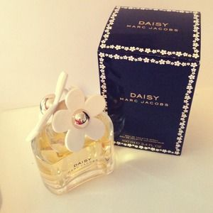 Marc Jacobs Accessories - Marc Jacobs perfume Daisy 100ml