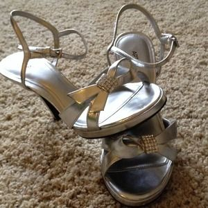 Apartment 9, silver size 6 dressy shoes!