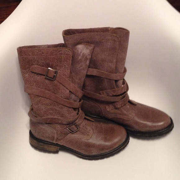 a999f82d383    SOLD   Steve Madden Banddit Boots 8.5 Stone