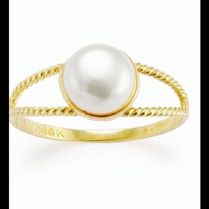 Jewelry - Red. 14k gold ring with real pearl