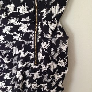 H&M Dresses - H&M houndstooth printed dress
