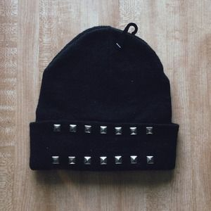 SOLD ❌ NWT Black Studded Knit Beanie