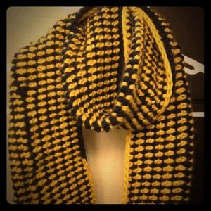 Accessories - Chunky handmade yellow and navy infinity scarf