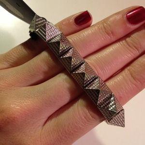 Brandy Melville Jewelry - NWT ✨ Brandy Melville silver pyramid stud bracelet