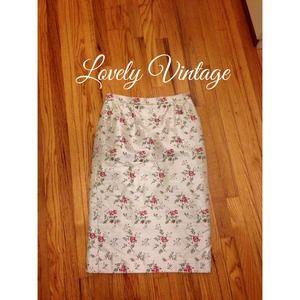 Dresses & Skirts - ⭐️HOST PICK⭐️ Beautiful vintage pencil skirt.