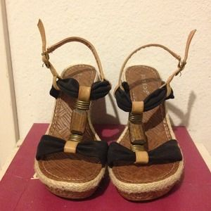 Black & brown strappy Bamboo wedges