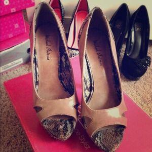 Michael Antonio size 7 faux snake skin heels