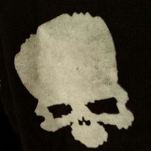 Sweaters - Black sweater with grey skulls S