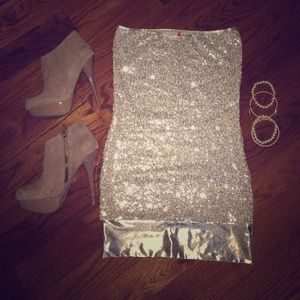 🚫SOLD IN BUNDLE🚫Metallic Sequined Dress!! NWOT