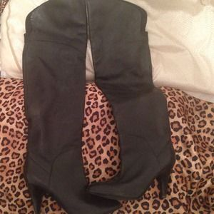 REDUCED GUESS over the knee leather boot