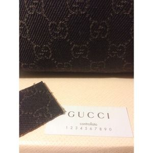 👑HP👑🎀Reduced🎀 NWT Authentic Gucci Logo Handbag