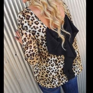 🎉HOST PICK🎉 Leopard & Black Bow Back Blouse💋