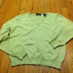 100% cashmere pale lime v neck runs small