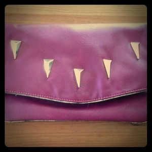 Magenta clutch with detachable chain