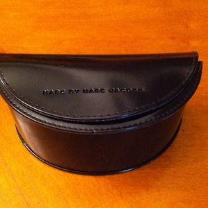 Marc by Marc Jacobs sunnies case