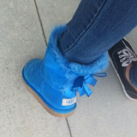17513be4225 Blue bailey bow uggs💙💙