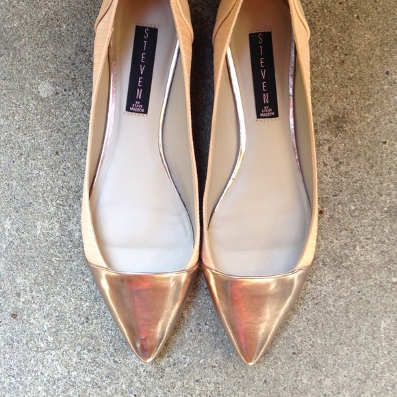 Steve Madden Shoes - Blush Metallic Cap Toe Flats
