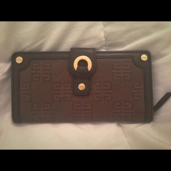 Givenchy Clutches   Wallets - 🙀Sale! Authentic Givenchy wallet 😍❤ 8c78ad30ba