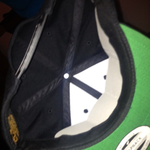 Bompton Hat: Bompton Snapback 🎩💂 From Jalisa's