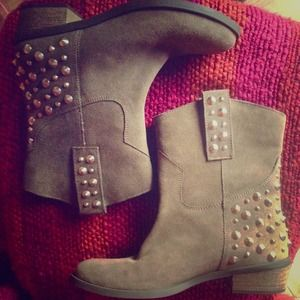 Studded taupe cowboy booties!