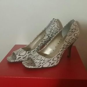 TAHARI Peep toe shoes