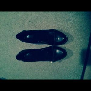 Shoes - Black leather heels never worn