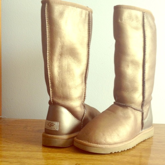 Like new Tall metallic UGG boots! Size 8
