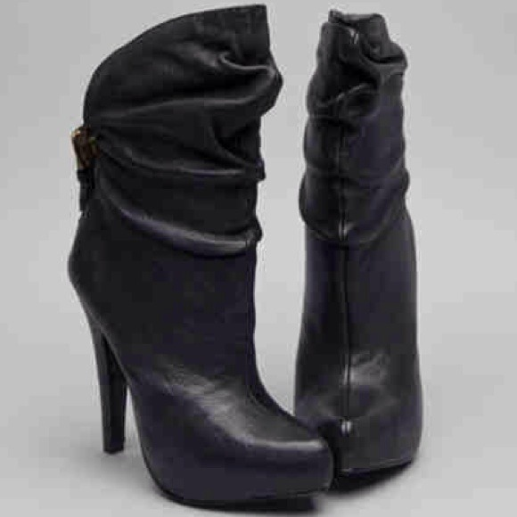 b945aaa1c3ae80 Report Signature Women s Howell Bootie. M 529a3e192d249048e309c406